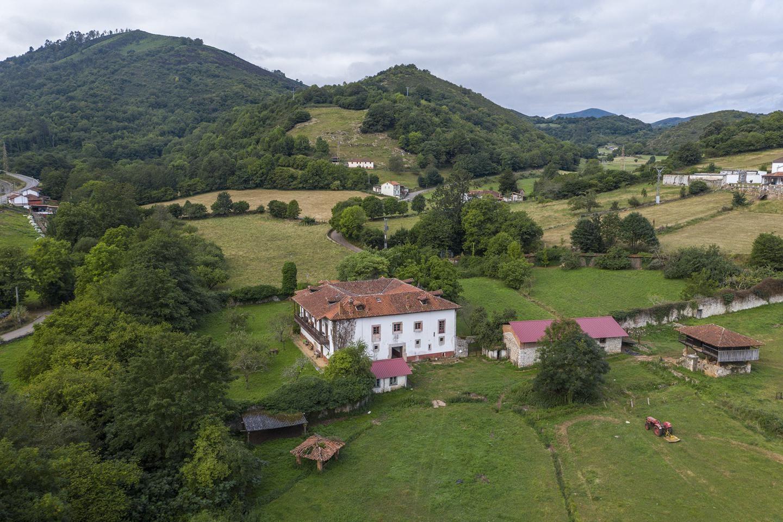 Así es palacio rural que se vende en Bayo (Grado)