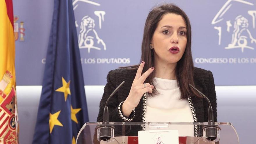 """Arrimadas pide al Gobierno decretar ya un """"confinamiento inteligente"""""""