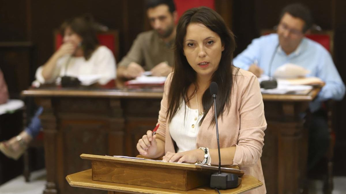 Edil de Comercio, Gloria Parra.