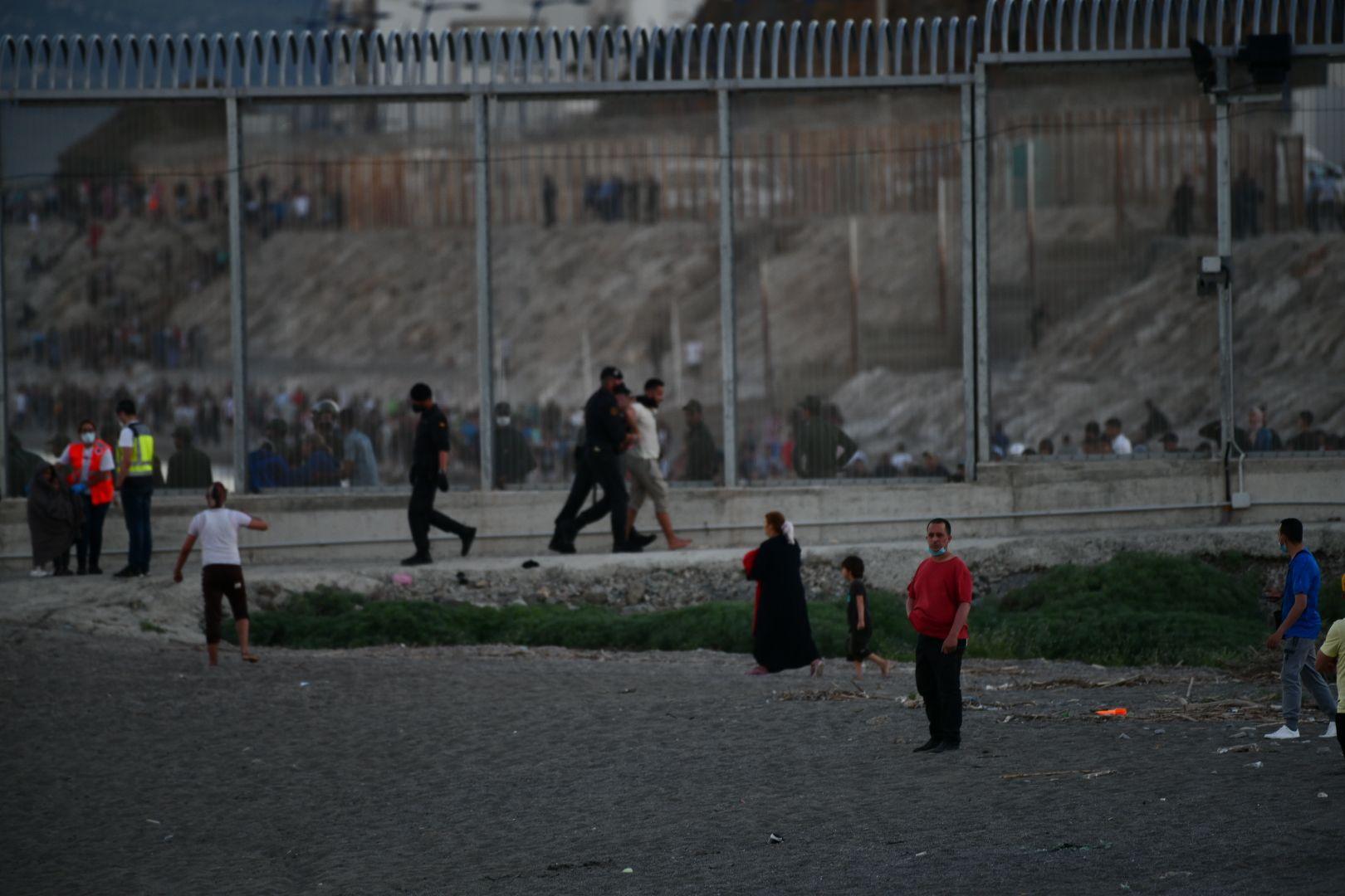 Más de 5.000 migrantes entran en Ceuta a nado