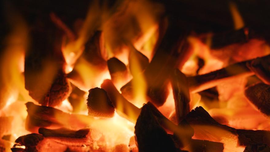 Arde un pajar en Ponteareas y trasladan a una persona por una crisis de ansiedad