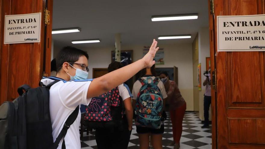 """Andalucía aboga por mantener el uso de mascarilla en colegios y recreos """"cuanto más tiempo, mejor"""""""