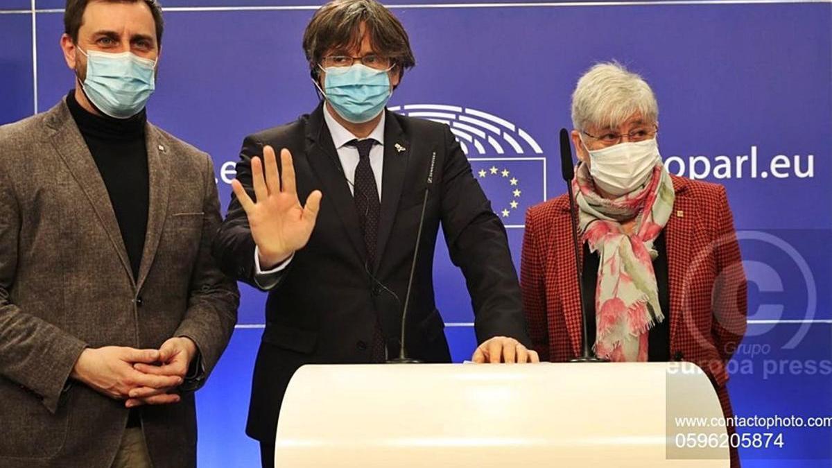 Els diputats europeus Comín, Puigdemont i Ponsatí després de perdre la immunitat