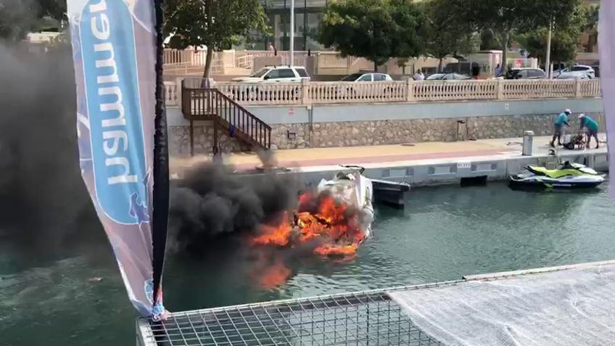 Xàbia encadena accidentes náuticos: dos heridos en una explosión y otro naufragio