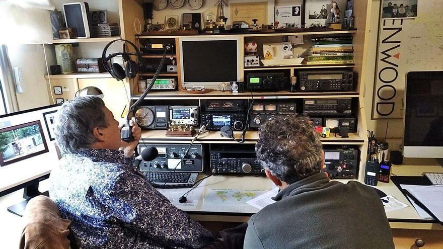 Al menos dos radioaficionados de Moaña y de Bueu forman parte de la Red de Emergencia