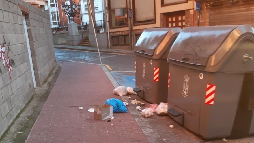 El Ayuntamiento de Benavente denuncia la reiterada deposición de residuos fuera de los contenedores