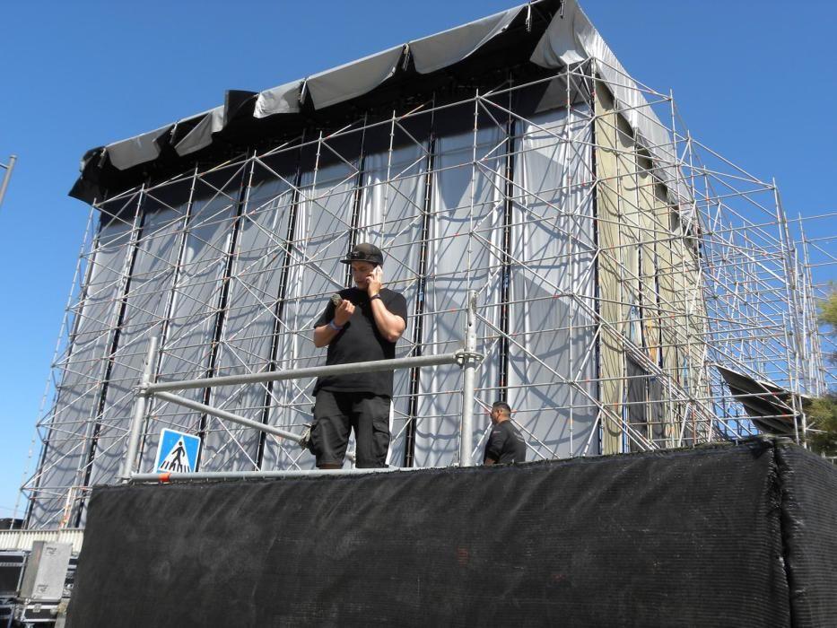 Los 'weekers', en las horas previas al inicio del festival de música de Torre del Mar.