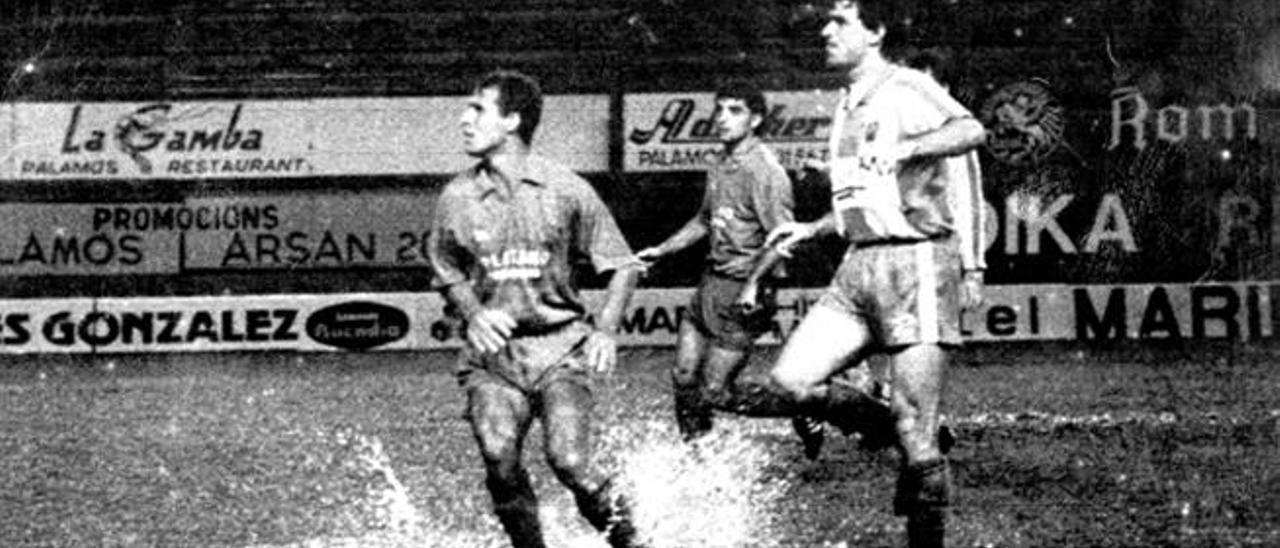 Verona, de la UD, presiona a un rival del Palamós en su campo en la 91/92.