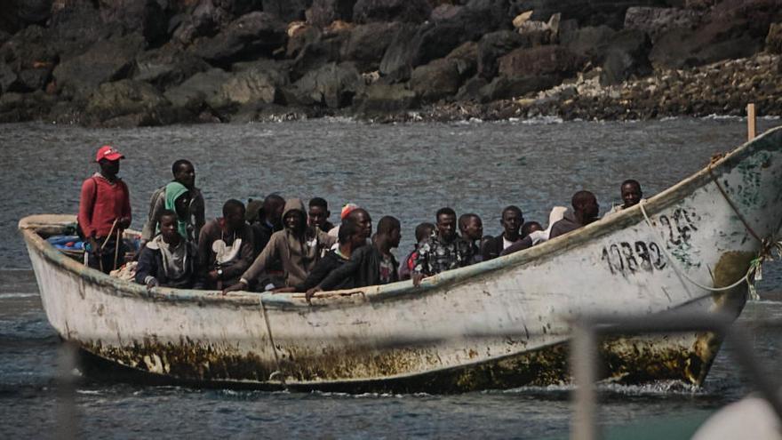 Canarias afea al Estado que convierta a las Islas en cárceles para migrantes