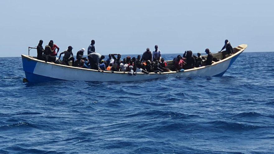 Interceptan una patera con 32 personas en aguas próximas a Fuerteventura