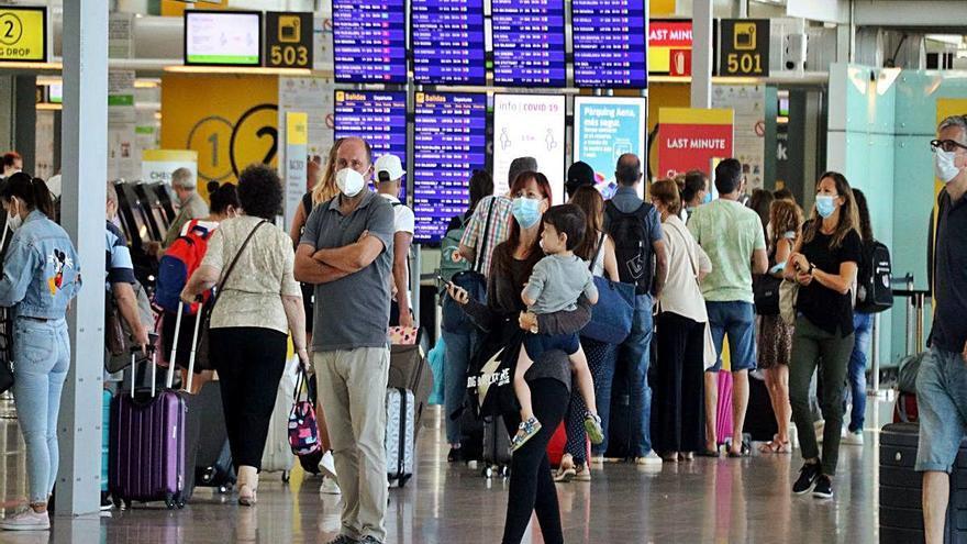 L'aeroport del Prat registra un terç de la seva activitat normal