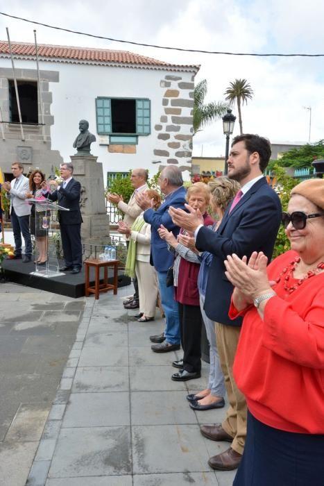 OFRENDA FLORAL 175 AÑOS FERNANDO LEÓN Y CASTILLO