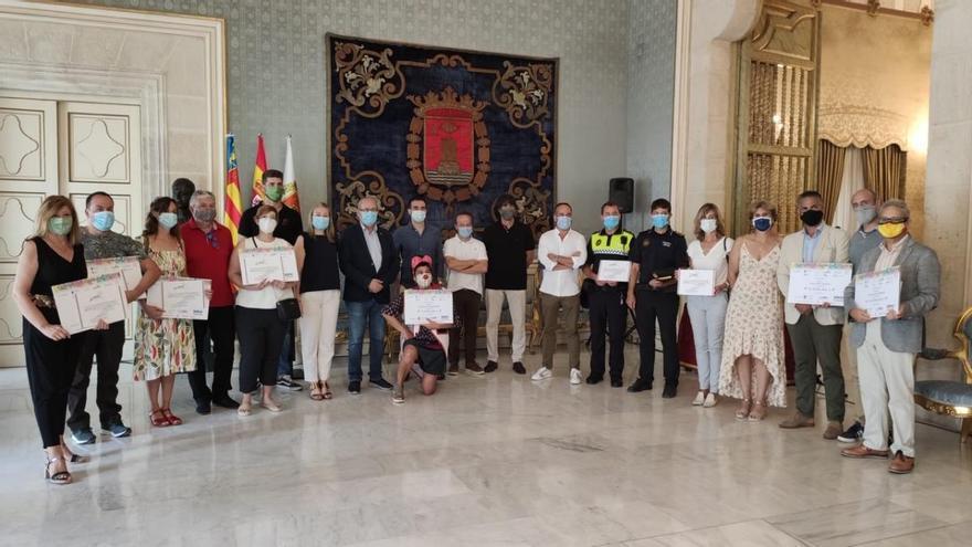 El Ayuntamiento de Alicante entrega a nueve ONG 11.700 euros de los beneficios del Carnaval Solidario