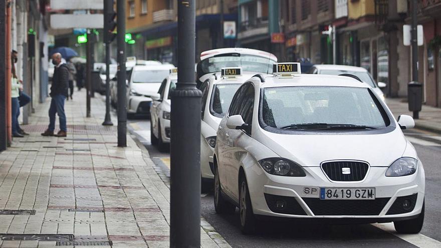 El sector del taxi pide auxilio para ampliar descansos ante el desplome de la demanda
