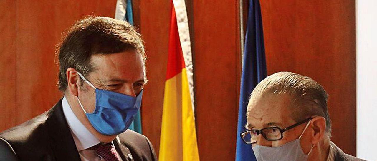 Francisco Sanmartín y Juan Velarde, ayer, en La Granda.