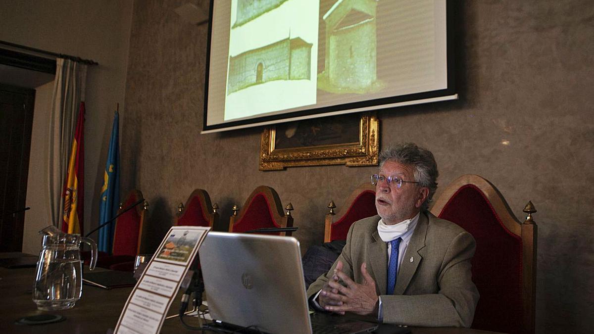Avelino Gutiérrez, ayer, durante la conferencia en el RIDEA. | Bernabé Valle