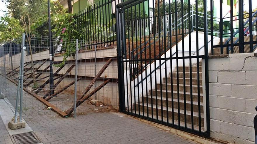 Retrasan hasta el verano el arreglo del muro del colegio García Lorca de Marbella