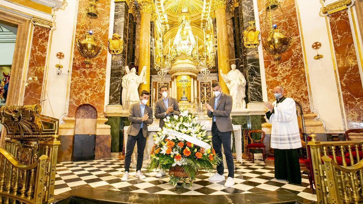 Capitanes del Valencia en la Basílica