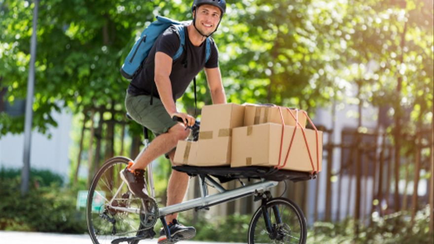 ¿Dispones de carnet y tienes una moto o una bicicleta? Si es así, consigue trabajo en este mismo artículo