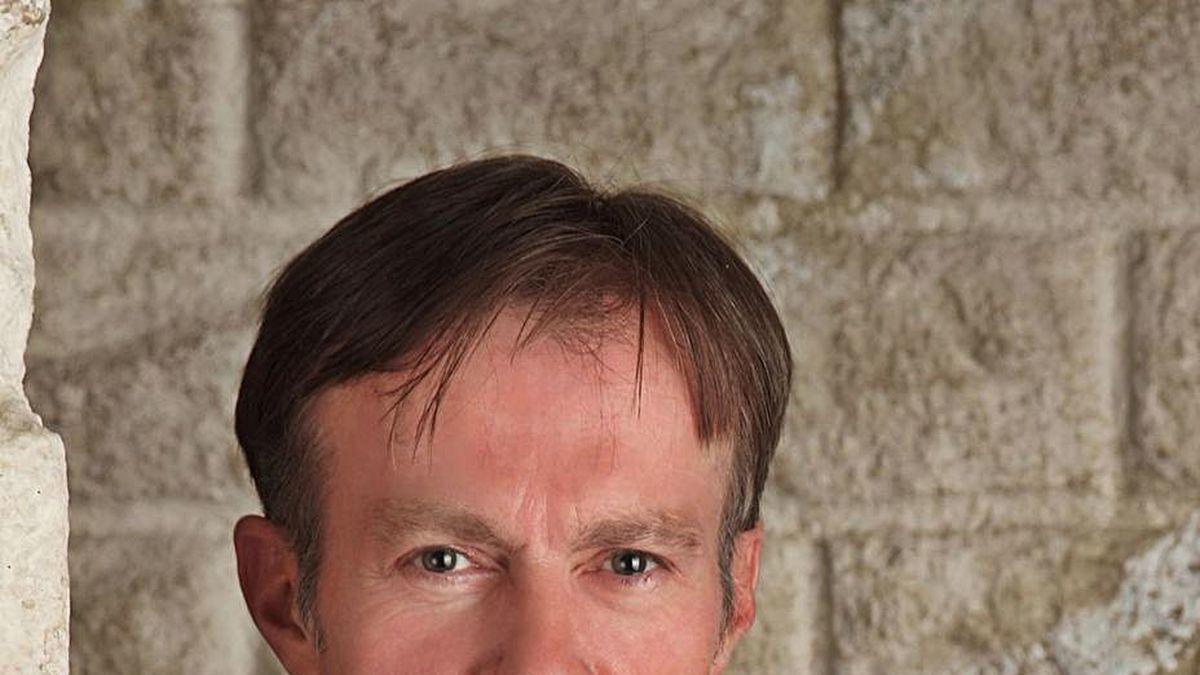 El escritor Donald Ray.