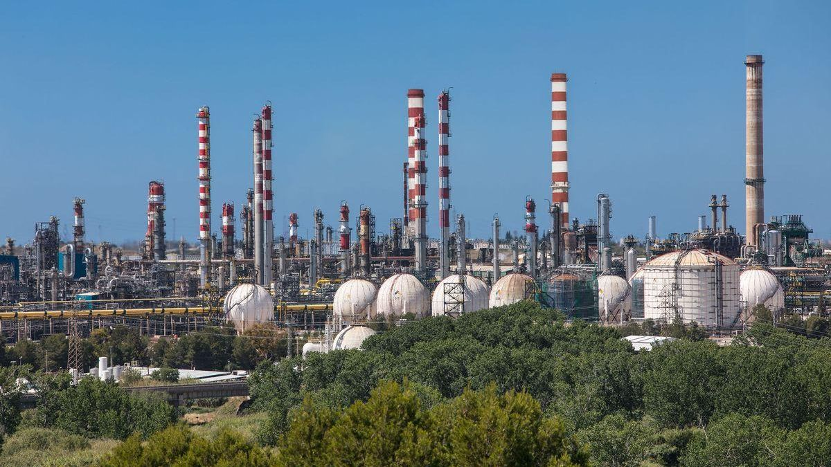 Repsol produce en Tarragona biocombustible para aviones