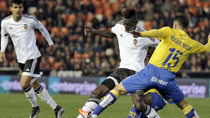 Las Palmas logra un valioso empate ante un Valencia irregular
