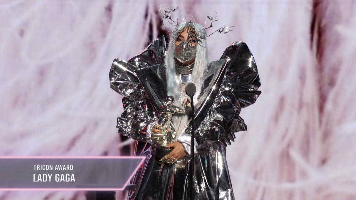 Lady Gaga recoge un premio en los VMA 2020
