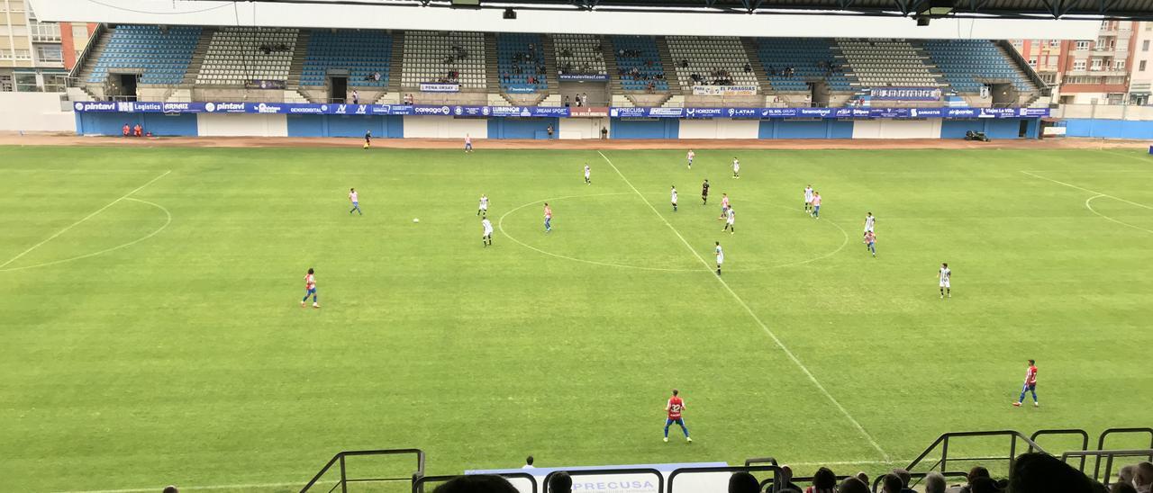 Un instante del encuentro entre el Sporting y el Racing de Ferrol