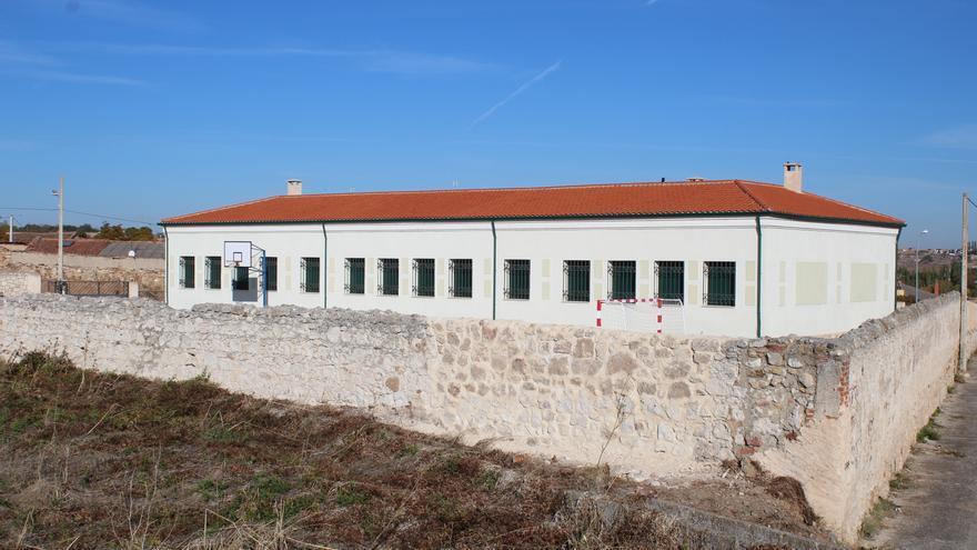 Nueva cara para el muro perimetral derrumbado en las escuelas de San Frontis, en Zamora capital