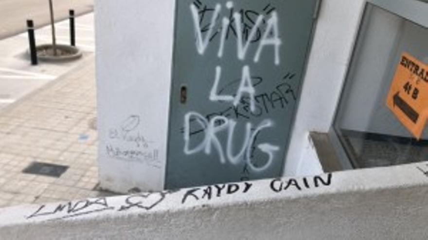 L'Ajuntament de Calaf denuncia pintades en una sala municipal