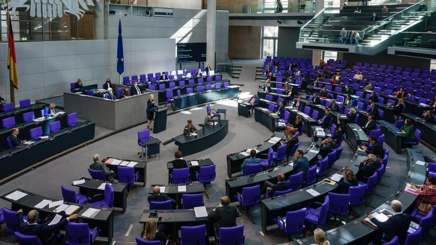 La Policía levanta la alerta tras retirar el paquete sospechoso en el Bundestag