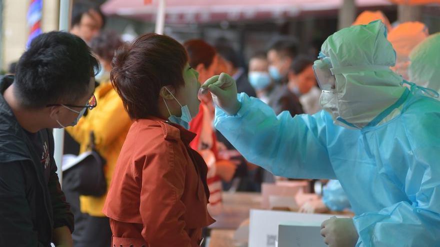 China halla coronavirus en el pescado congelado