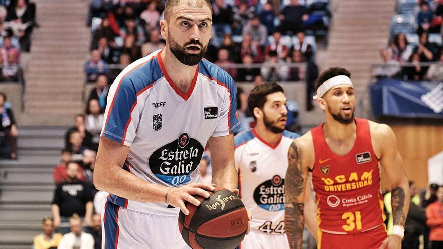 El UCAM sabrá hoy si juega ante el Baskonia y ficha a Kostas Vasileiadis