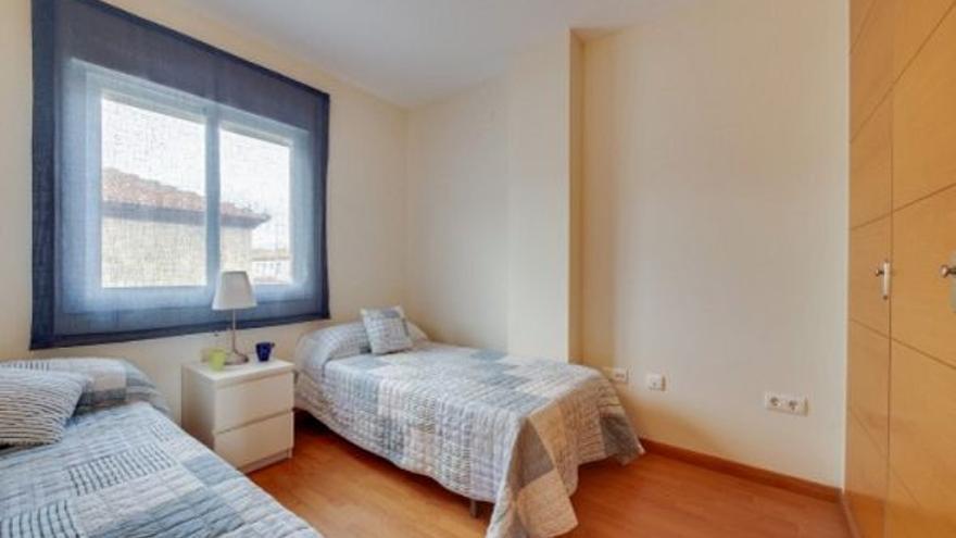 ¿Prefieres vivir en una casa con piscina a 10 minutos de Málaga o en un piso de obra nueva por 85.000 euros?