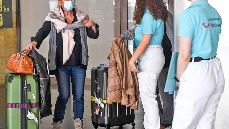 Turismo defiende que la PCR para viajar entre islas pretende equilibrar economía y salud