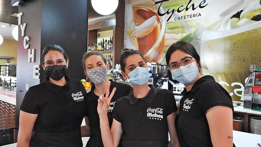 La reactivación impulsa las afiliaciones y la caída del paro, pero menos en Ourense