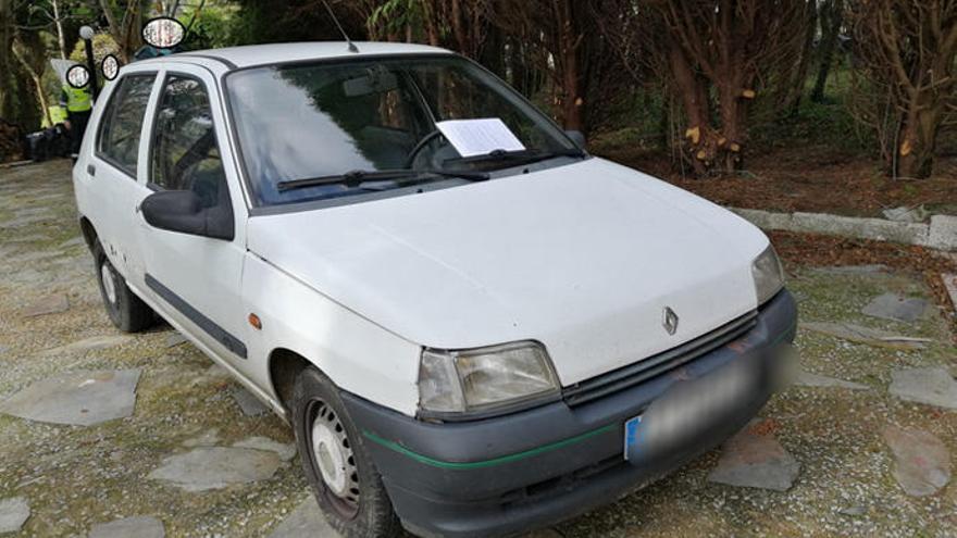 Detenido en Oza-Cesuras tras mostrar un carné de conducir de la República Errante Menda Lerenda