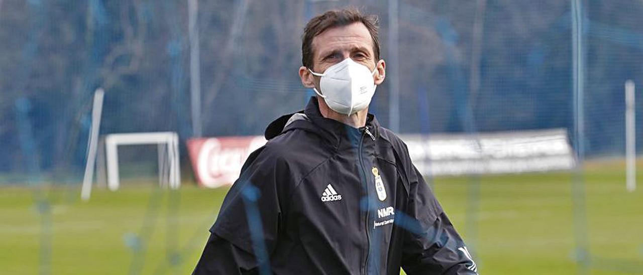 José Ángel Ziganda, durante un entrenamiento del Oviedo. |