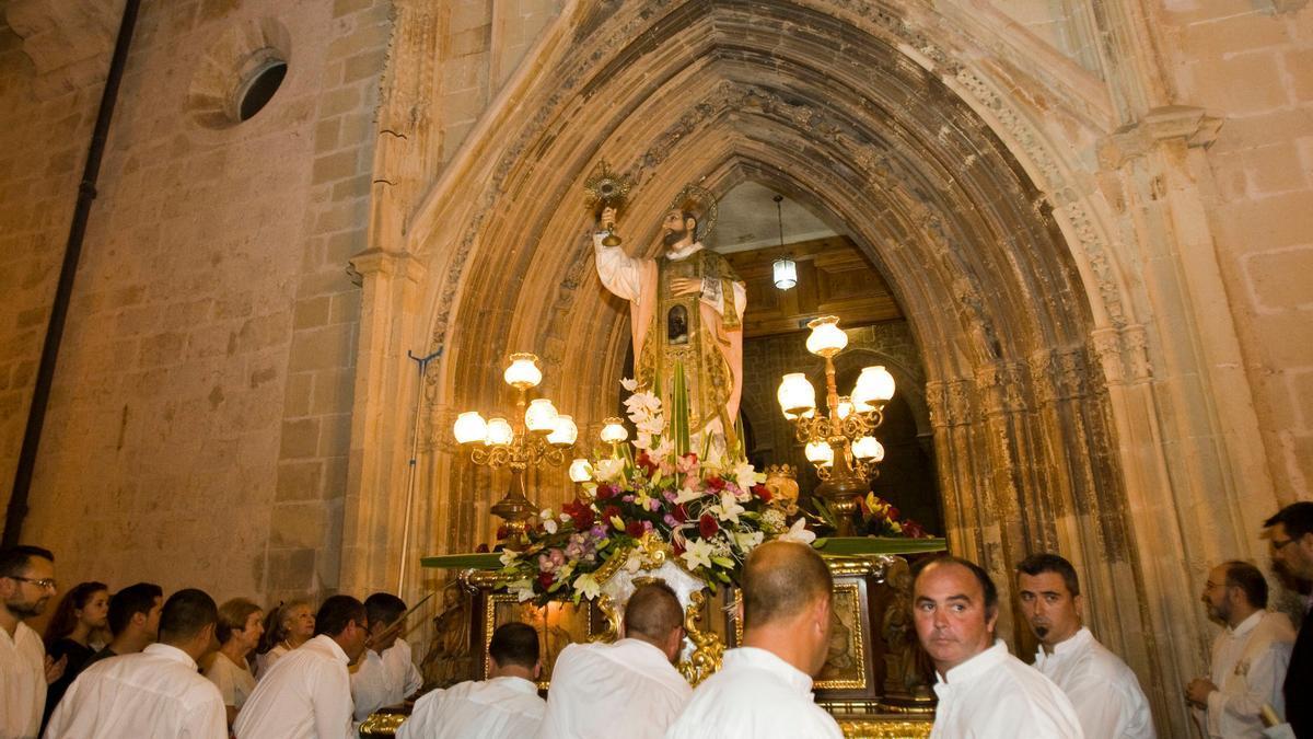 La imagen de Sant Francesc de Borja saliendo de la Colegiata