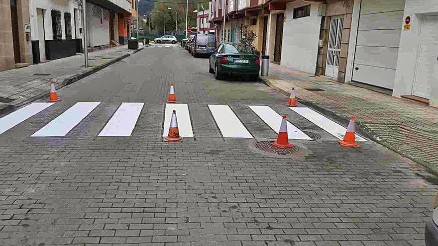 El Concello da un repaso a la señalización horizontal y vertical en sus viales