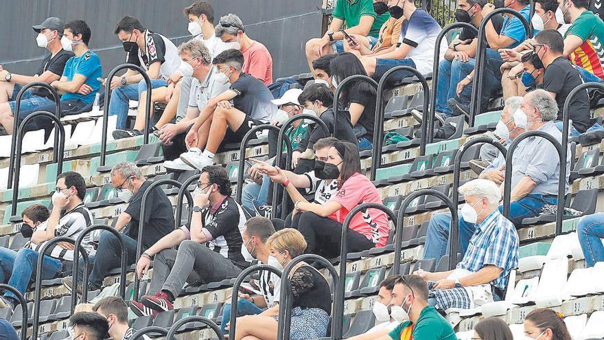 La afición del Castellón tampoco encuentra rival en la Primera RFEF
