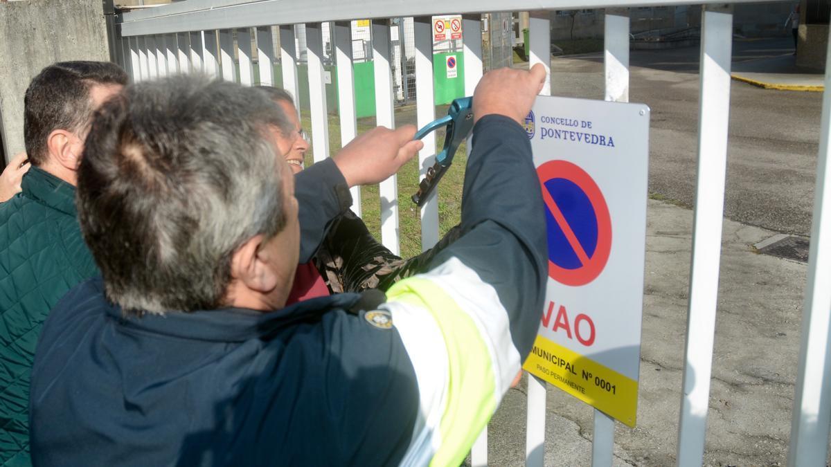 Instalación de una señal de vado permanente en Pontevedra