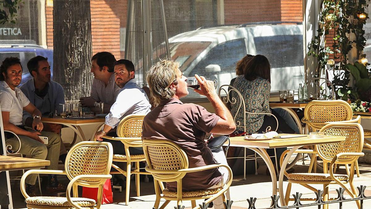 Madrid no mantendrá el toque de queda ni las limitaciones de horarios a bares y restaurantes.   M.F.JARA/EUROPA PRESS