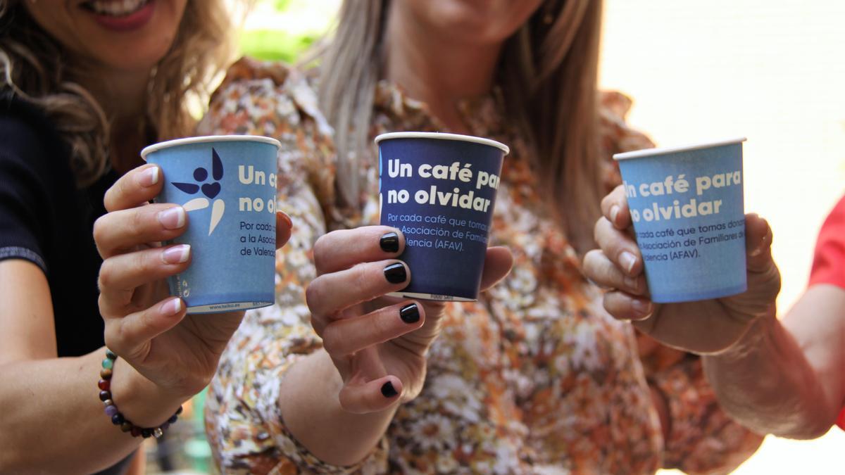 Ambas entidades donarán un céntimo por cada café que se consuma en las máquinas de Teika instaladas en los centros de Savia.