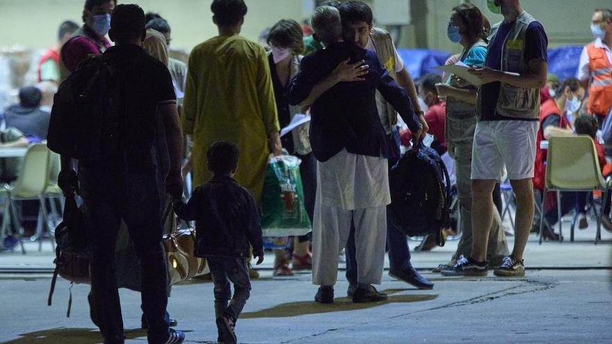 Un total de 566 afganos se encuentran ya en España y otros 260 llegarán este lunes
