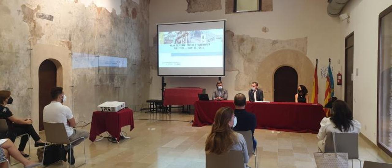 Presentación del plan en el Castell de Riba-roja. | L-EMV