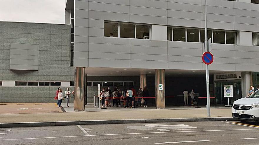 El incremento de hospitalizaciones con coronavirus obliga a abrir una nueva planta en el hospital de Mieres
