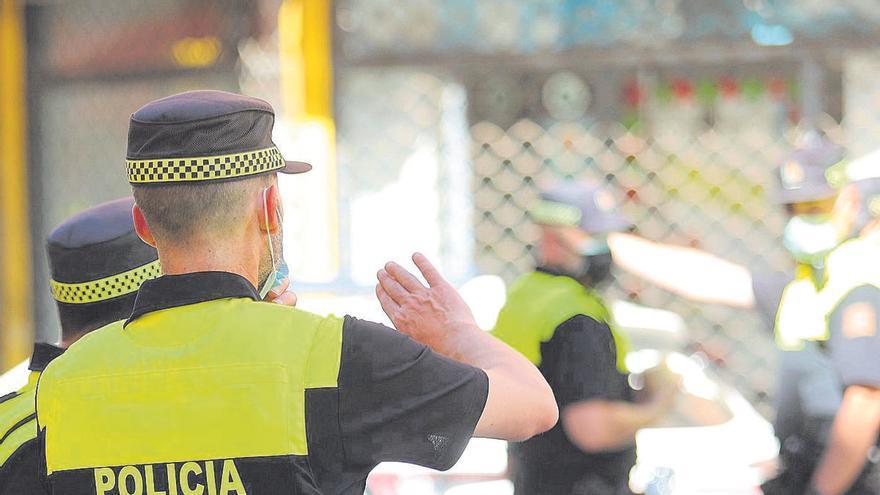 Detenido un joven por robar en un supermercado y amenazar al vigilante de seguridad