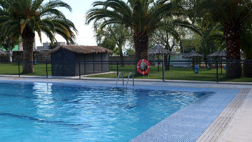 La piscina del camping abre sus instalaciones