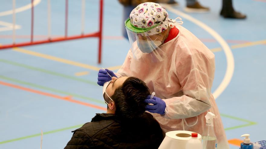 Los contagios bajan hasta los 2.052 en Castilla y León por el fin de semana